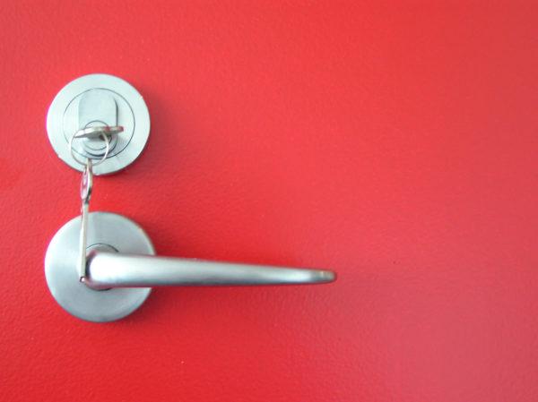 Zubehörelementen für Türen
