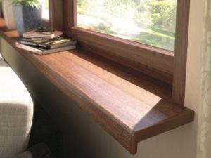 Produkte und Werkzeuge zum Montieren der inneren Fensterbänke
